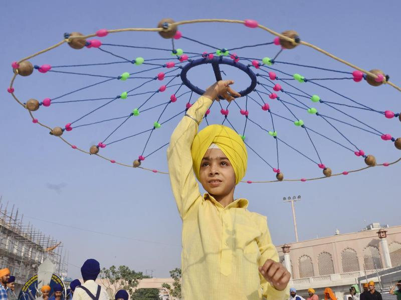 Amritsar, India – October 9, 2016: Sikh Youth perform Gatka during Nagar Kirtan on the occasion of as per Nanaksahi Calendar Parkash utsav of the fourth Sikh Guru and founder of the holy city of Amritsar Guru Ram Das organized by Pantahk Talmel Sangathan in Amritsar outside the Golden Temple, Amritsar on Sunday. October 09, 2016. (Photo by Sameer Sehgal/Hindustan Times) (Sameer Sehgal/HT Photo)