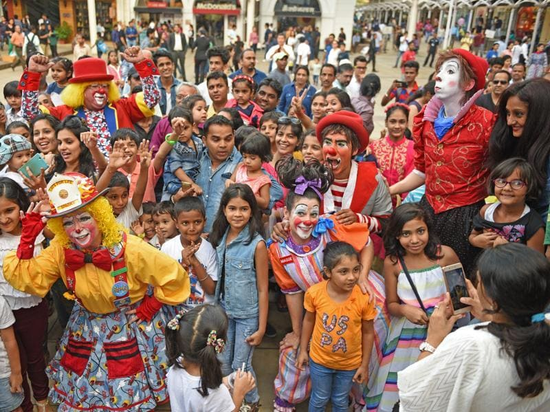 Internationally renowned clowns, Timmyto, Benji, Sparky, Maggie and Flubber interact with children at High Street Phoenix. (Pratik Chorge/HT )