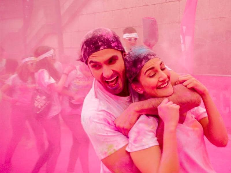 Ranveer Singh andd Vaani Kapoor, in what seems like a Holi sequence from Befikre.
