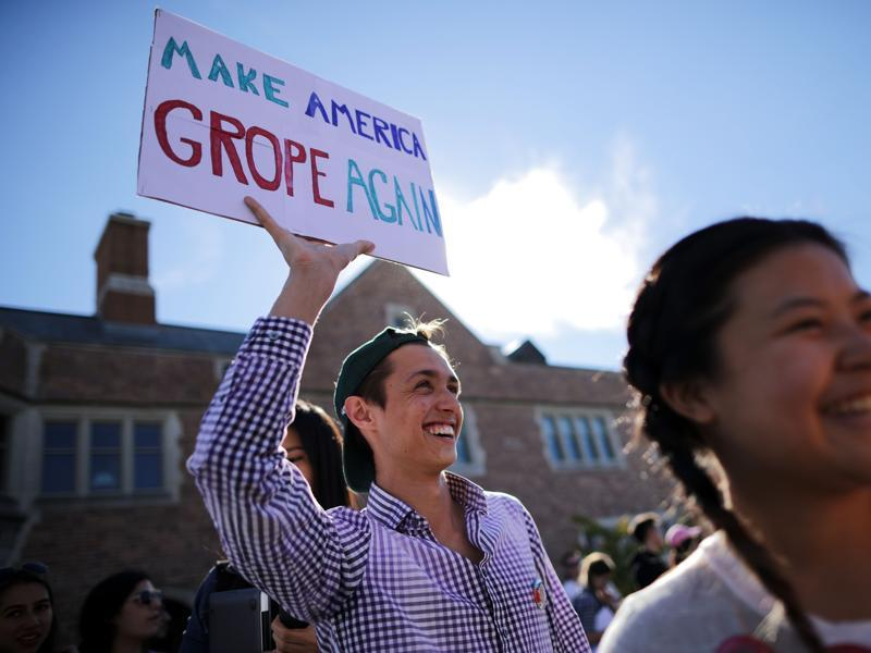 Jan Mazur of Cincinnati holds a sign before the town hall debate at Washington University. (AFP Photo)