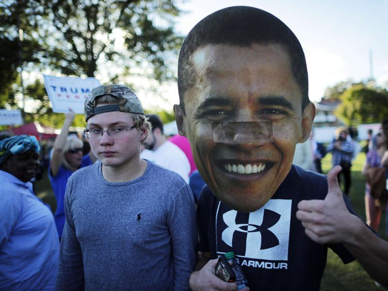 A sign depicting US President Barak Obama is held before the town hall debate at Washington University. (AFP Photo)