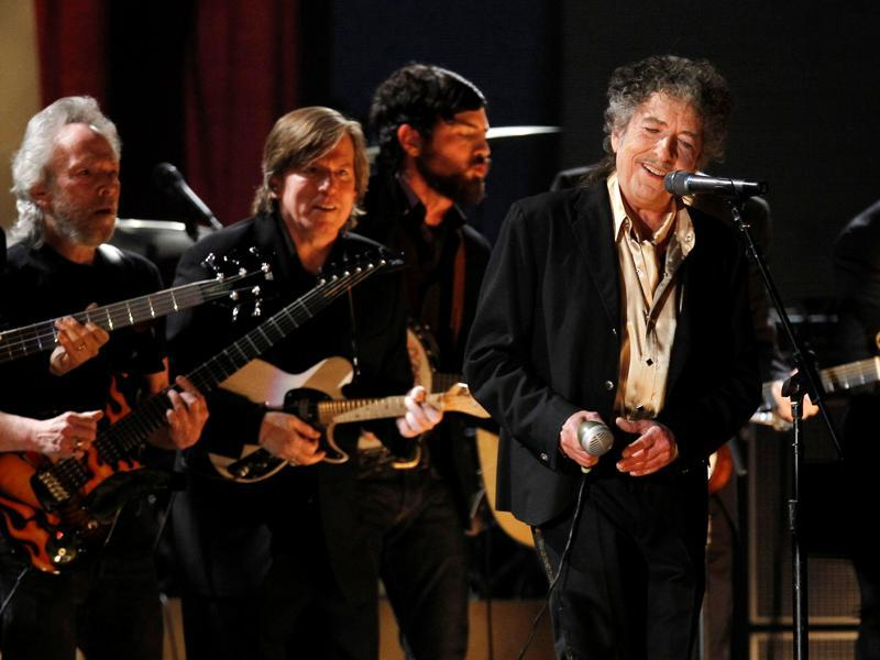 Bob Dylan performs Maggie's Farm at the 53rd annual Grammy Awards in Los Angeles, California on February 13, 2011.  (Reuters Photo)