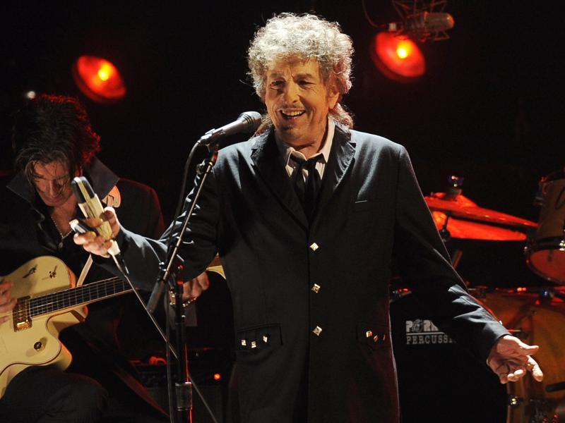 Bob Dylan performs in Los Angeles. (AP Photo)