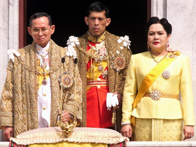 This file photo taken on December 5, 1999 shows (L-R) Thai King Bhumibol Adulyadej, Crown Prince Maha Vajiralongkorn and Queen Sirikit appearing at a balcony of Anantasamakom Throne Hall in Bangkok to mark the King's birthday.  (AFP)