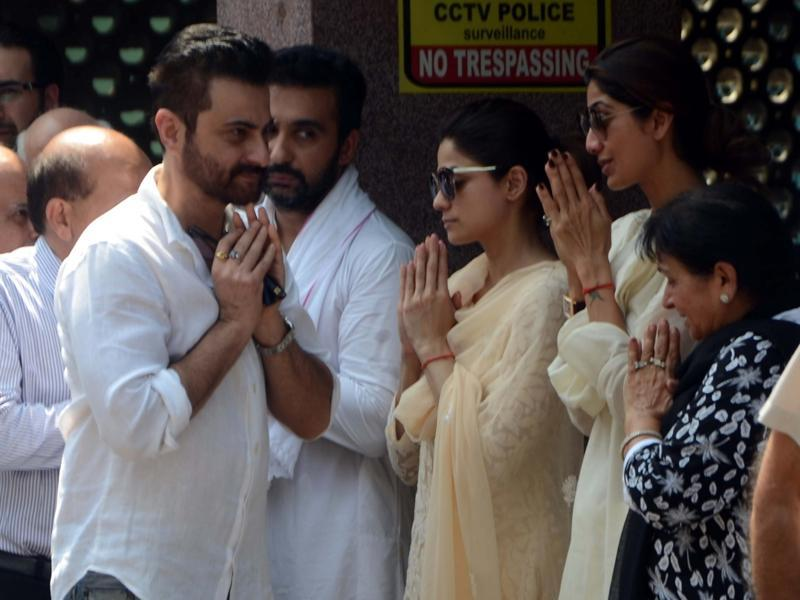 Sanjay Kapoor, Shamita Shetty and Shilpa Shetty during the funeral Surendra Shetty in Mumbai, on October 12, 2016. (IANS Photo)