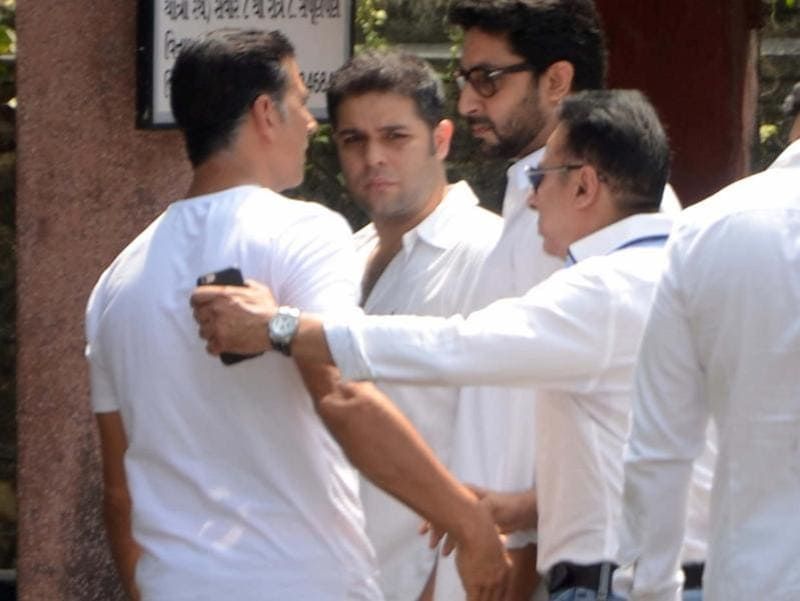 Actors Akshay Kumar and Abhishek Bachchan during the funeral of Shilpa Shetty's father Surendra Shetty. (IANS Photo)