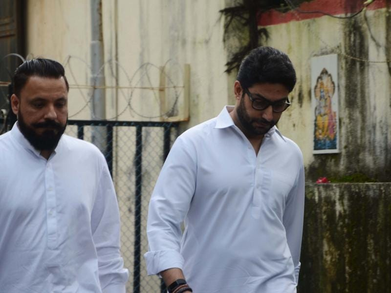 Abhishek Bachchan and filmmaker Bunty Walia also attended the funeral. (IANS Photo)