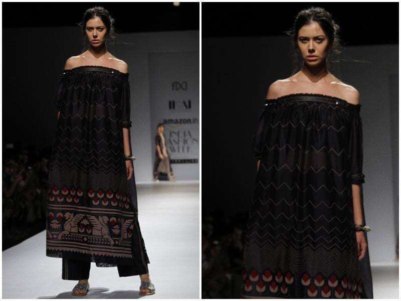 Off-shouldered kurtas looked uber-feminine at Ragini Ahuja's show for IKAI. (Waseem Gashroo/HT Photo)