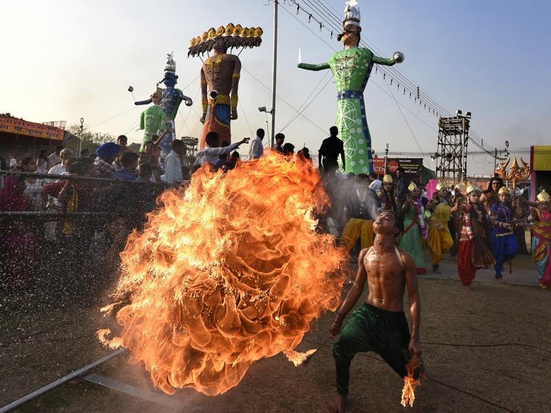 A fire stunt artiste performs during the effigy-buring of Ravana, on Dussehra at the Lovkush Ramlila at Red fort in New Delhi on  October 11, 2016. Dussehra commemorates the triumph of Lord Rama over the Ravana, marking the victory of good over evil.  (Sonu Mehta/HT PHOTO)