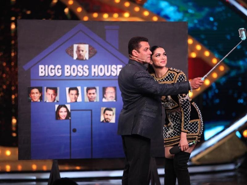 Selfie time for Deepika and Salman. (COLORS)