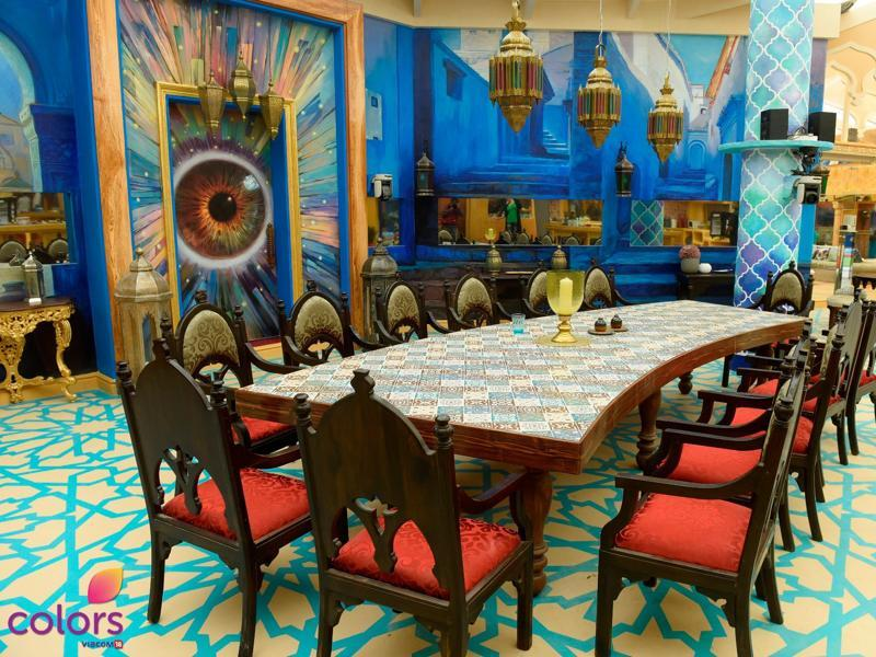 A vibrant environment is all that one needs to inculcate feelings of positivity and comfort. This year, the Bigg Boss house is filled with bright and lively hues of pink, purple, gold and royal blue with some intricate and trendy designs that will leave you mesmerized. (COLORS)