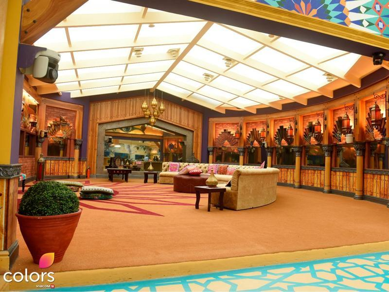 "Talking about designing Bigg Boss 10 house, oomung Kumar said, ""The Bigg Boss house, this year, has an ethereal look. The design of the Bigg Boss house, has been themed around a modern Indian palace. There is an element of Indian mystique to the décor with a lot of lanterns and earthy tones to bring a homely appeal to the set. And, the house is more colorful and vibrant this time with lots of paintings."" (COLORS)"