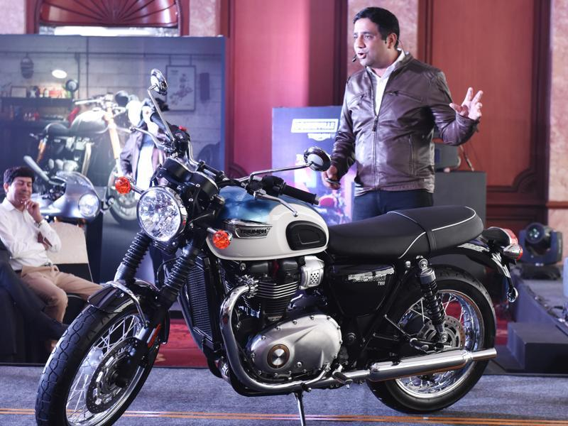 Managing Director, Triumph Motorcycles India Pvt Ltd, Vimal Sumbly launches the new bike.  (Saumya Khandelwal/HT PHOTO)