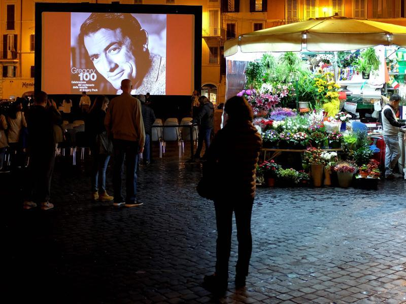 Actor Gregory Peck is seen during the outdoors screening of Roman Holiday on October 18, 2016 in Rome's Spanish Square as part of the 11th Rome Film Festival. (AFP)