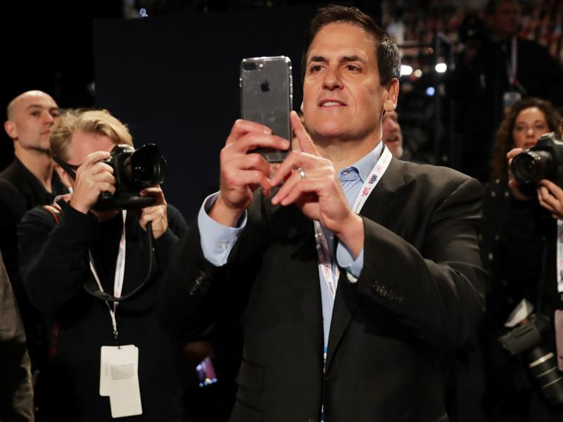 Investor and Dallas Mavericks owner Mark Cuban takes a photograph with his cellphone ahead of the debate. (AFP Photo)