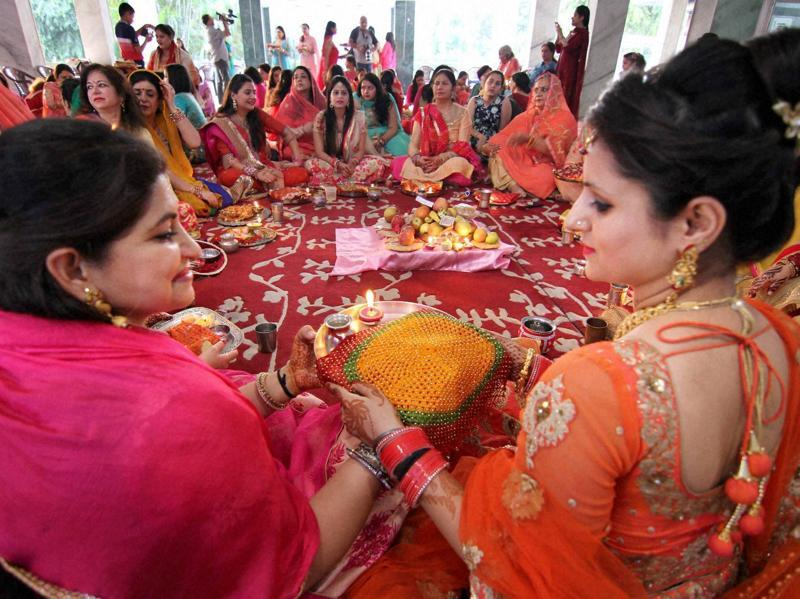 Married women perform rituals of Karva Chauth festival in Jammu. (PTI)