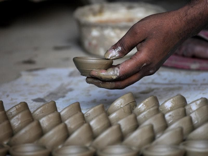 After being shaped, the wet  diyas are set aside to dry.  (Sunil Ghosh / HT PHOTO)