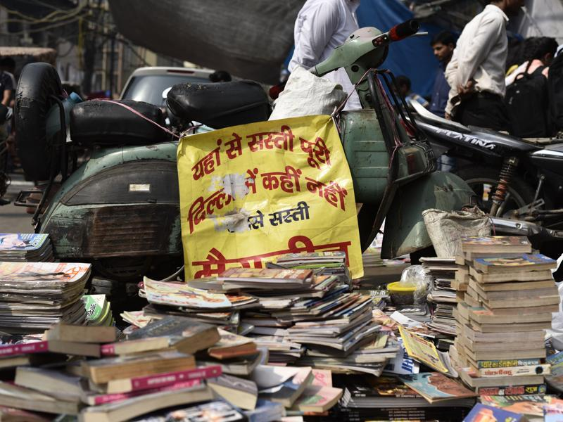 But if you are looking for some thing in particular, be prepared to hunt amid piles and piles of books. Most stalls have books scattered all over  and they often spill over into the parking spaces.  (Vipin Kumar/HT PHOTO)