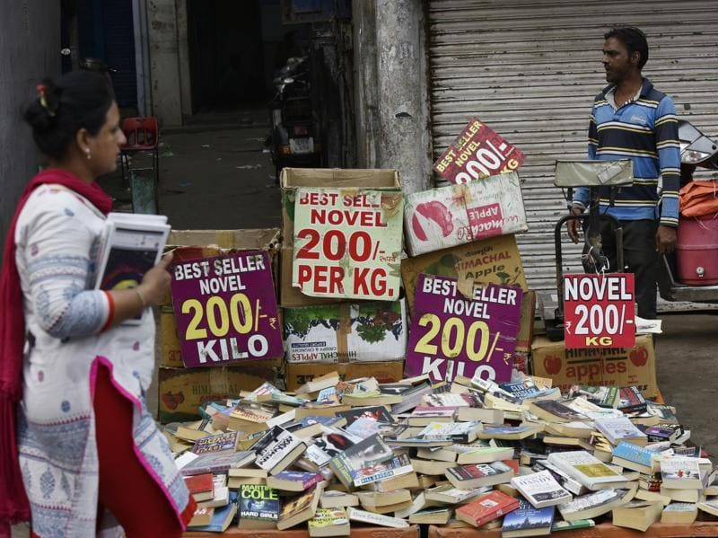 The Sunday book bazaar at Daryaganj is also a popular destination for those scouring for romance novels and other popular fiction.   (Vipin Kumar/HT PHOTO)
