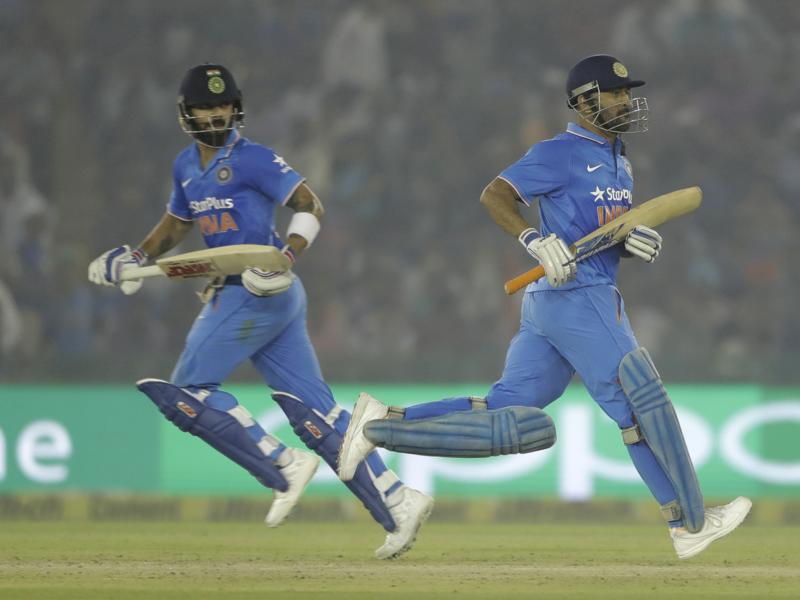 Virat and Dhoni run between the wickets. (AP)