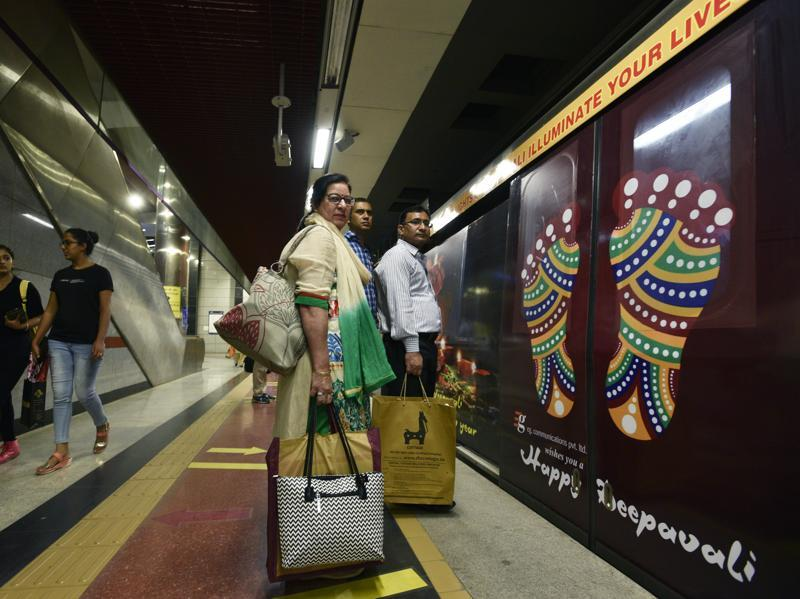 The metro was decorated with traditional images of 'diyas' and lights ahead of Diwali. (Sanjeev Verma/HT Photo)