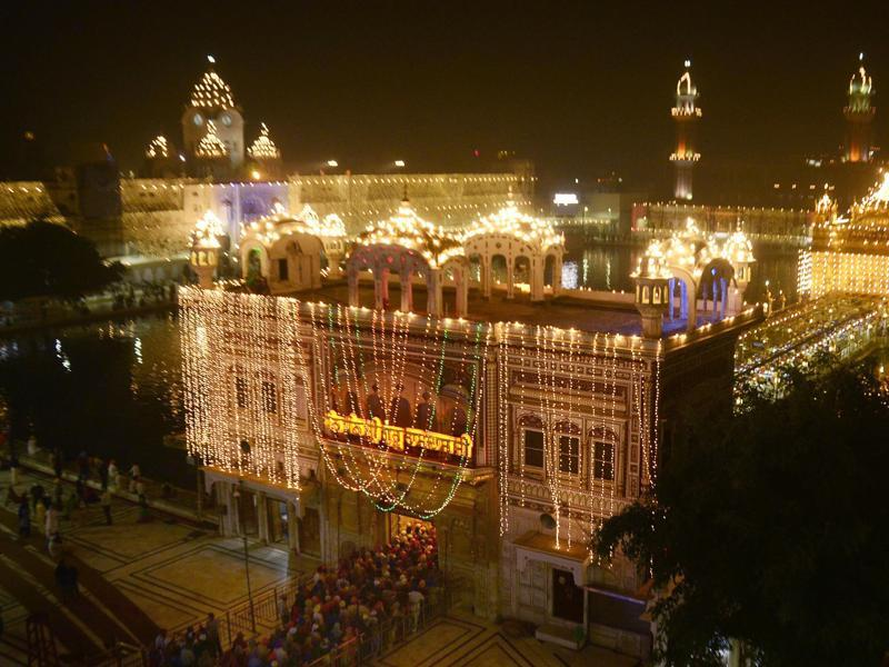 An illuminated Golden Temple complex on the eve of Diwali, in Amritsar on Saturday. (Sameer Sehgal/HT Photo)