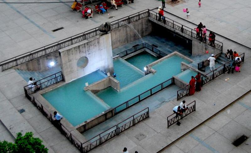Designed by MN Sharma, the fountain at Sector 17. (HT Photo)