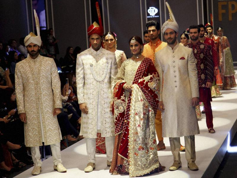 Calling all brides and groom: Here's the right way to dress like a royal via the fashionspiration at Fashion Pakistan Week Winter Festive 2016.   (AP)