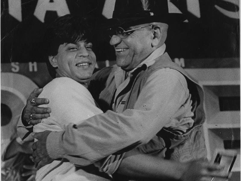 Shah Rukh Khan and Amrish Puri at the release event of Pardes. (HT Archives)