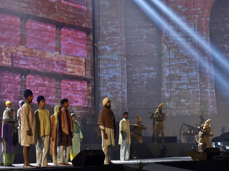 Artistes performing a play on the Jallianwala Bagh massacre, during the golden jubilee celebrations of the Punjabi suba (province) as formed on linguistic basis in 1966, in Amritsar on Tuesday evening. (Gurpreet Singh/HT Photo)