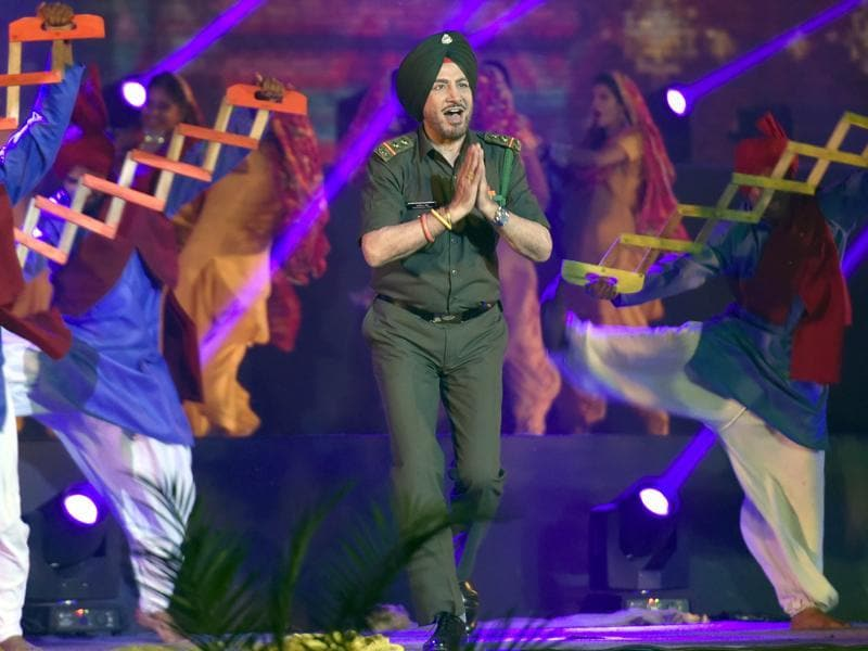 Singer-actor Gurdas Maan performs during the golden jubilee celebrations of the Punjabi suba (province), as was formed on linguistic basis in 1966, in Amritsar on Tuesday evening. (Gurpreet Singh/HT Photo)