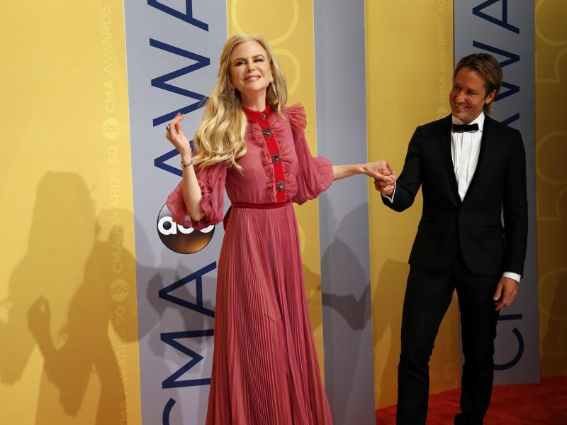 Actor Nicole Kidman and musician Keith Urban arrive at the 50th Annual Country Music Association Awards in Nashville, Tennessee. (REUTERS)