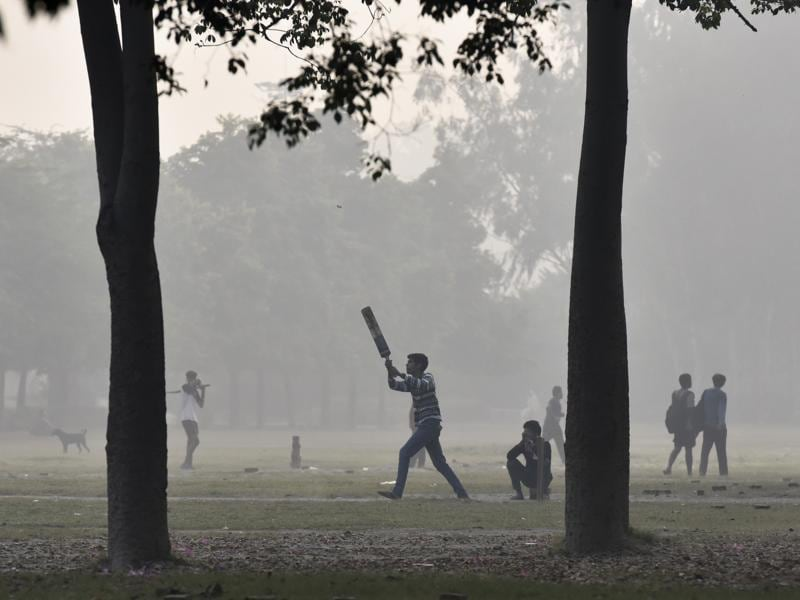 Pollution levels on November 2 were 62.7% higher than the cracker-fuelled Diwali night, forcing some schools to close. For youngsters though, no school means more play time.  (Raj K Raj/HT PHOTO)