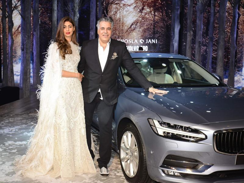 Abu Jani looks dapper in a black blazer as he poses alongside Shweta Bachchan Nanda.  (IANS)