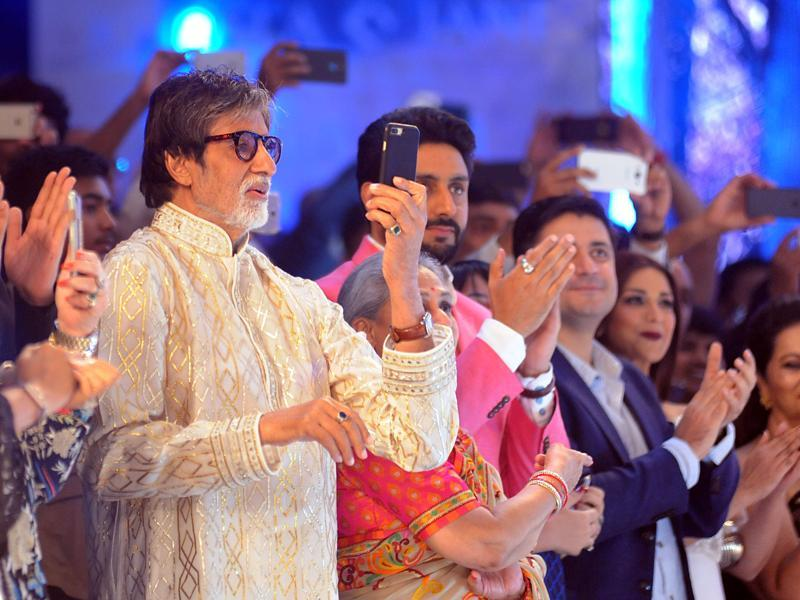 Though the Bachchan family came out in full force to support Shweta, we wonder where Aishwarya Rai Bachchan was. Still promoting Ai Dil Hai Mushkil? We hope not. (AFP)