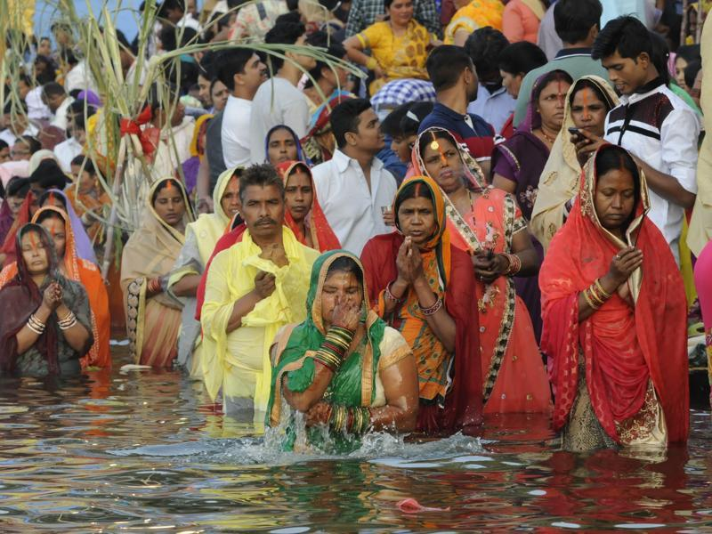 The rituals of the festival  are observed over a period of four days. Devotees take a ritual bath during Chhath Puja at upper lake in Bhopal.  (Mujeeb Faruqui/HT PHOTO)