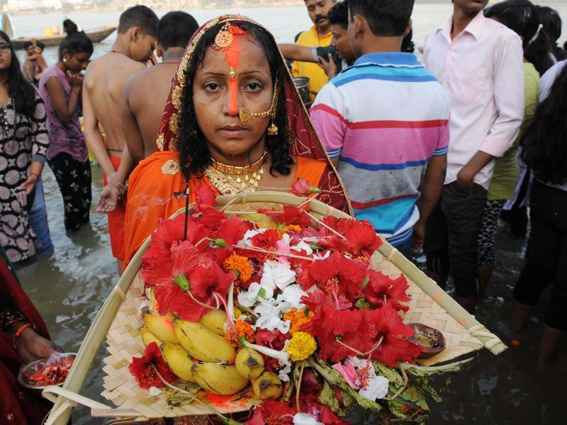 Chhath is an ancient Hindu festival native to eastern Uttar Pradesh and Bihar. A woman offers prayers on the occasion of Chhath Puja on the bank of Hooghly river in Kolkata, India on November 6, 2016.  (Subhankar Chakraborty/HT PHOTO)