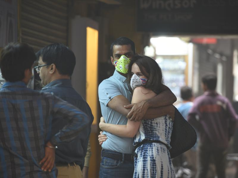 Delhi has experienced the worst smog in 17 years. This has led to a rush in the capital for air purifiers and masks. In this photo, a couple can be seen wearing masks at Khan Market in New Delhi.  (Arun Sharma/HT PHOTO)