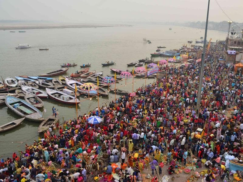 The  Puja is dedicated to the Sun and his wife Usha in order to thank them. Devotees throng the  Dashasahwamedh ghat in Varanasi on the occasion of Chhath Puja. (Adarsh Gupta / HT PHOTO)