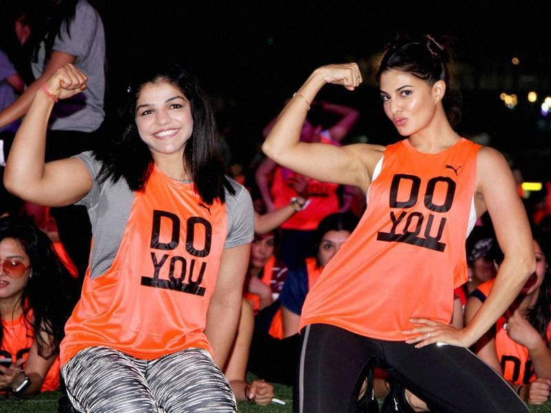 Wrestler Sakshi Malik and Bollywood actor Jacqueline Fernandez participate in the making of a Guinness world recordIn Mumbai. (PTI Photo)