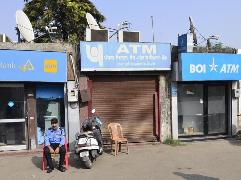 A guard sitting out in Amritsar as the ATMs are shut down on Wednesday.   (Sameer Sehgal/HT Photo)