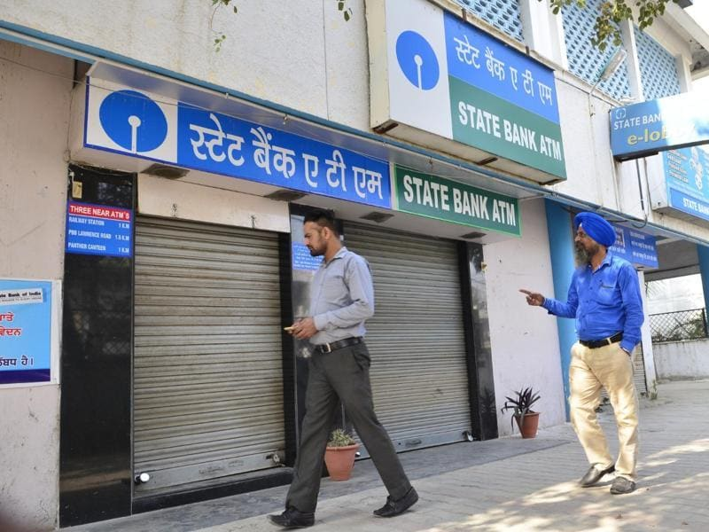 Banks and ATMs shut down in Amritsar on Wednesday. (Sameer Sehgal/HT Photo)