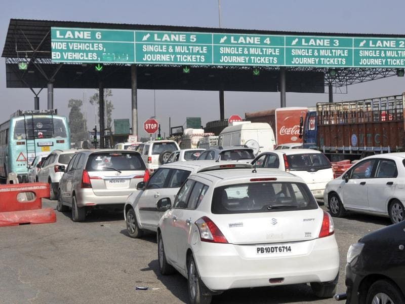 Traffic jam at toll plaza in Ludhiana on Wednesday. (Gurminder Singh/HT Photo)