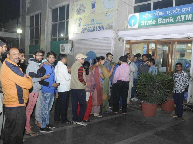 People in queue at an ATM to withdraw Rs 100 notes, or to deposit notes of Rs 500 and 1,000 through the machines, in Patiala on Tuesday. (Bharat Bhushan/HT Photo)