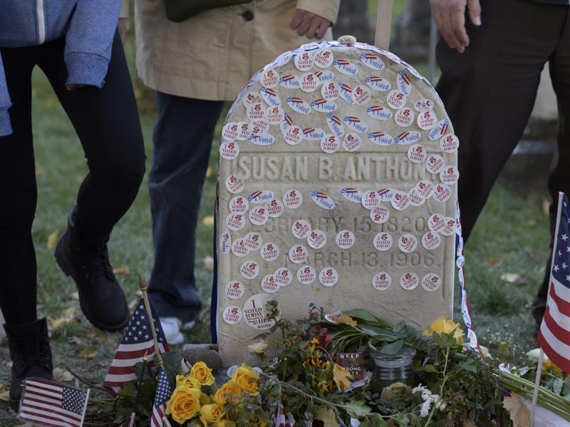 People visit the grave of women's suffrage leader Susan B. Anthony on US election day at Mount Hope Cemetery in Rochester, New York on November 8, 2016. (REUTERS)
