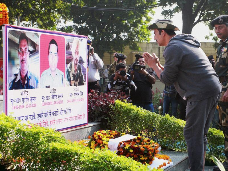 Akshay Kumar pays tributes to soldiers who lost their lives in cross-border firing. (PTI Photo)