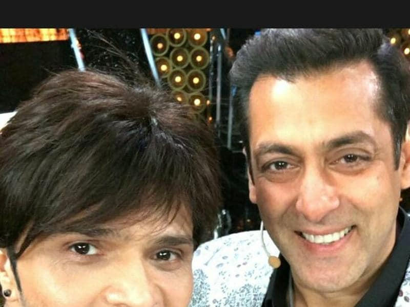 Singer-composer Himesh Reshammiya joins Salman Khan on the weekend special episode of Bigg Boss 10. (COLORS)