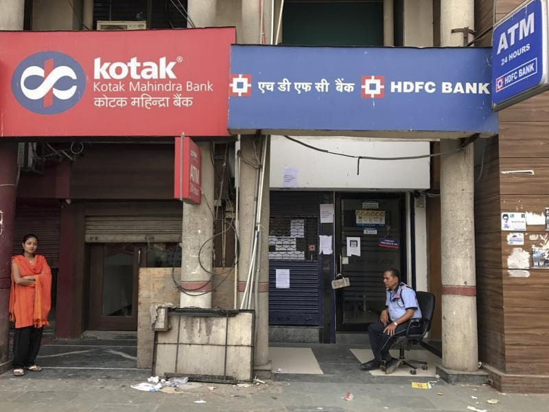 The finance ministry revised the cap on bank withdrawals on Sunday while advising similar changes to ATM withdrawals less than a week after the government's demonetisation of 1000 and 500 rupee notes left people in a tight spot. (Ravi Choudhary/HT Photo)