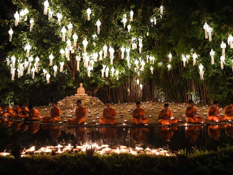 Novice Buddhist monks pray at Chaing Mai's Wat Phan Tao temple to mark the beginning of the annual Yi Peng festival.  (AFP)
