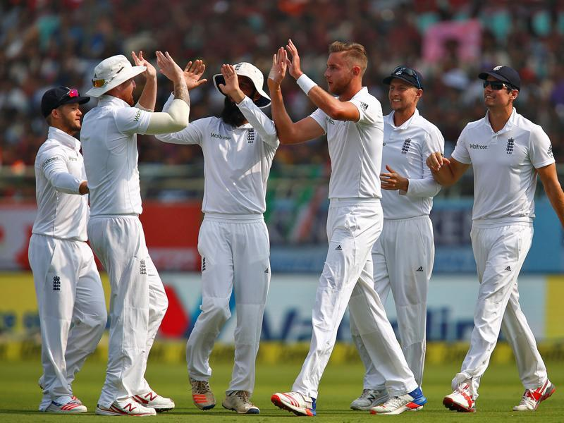 England's Stuart Broad (3rd R) celebrates with team mates after taking the wicket of India's Lokesh Rahul. (REUTERS)